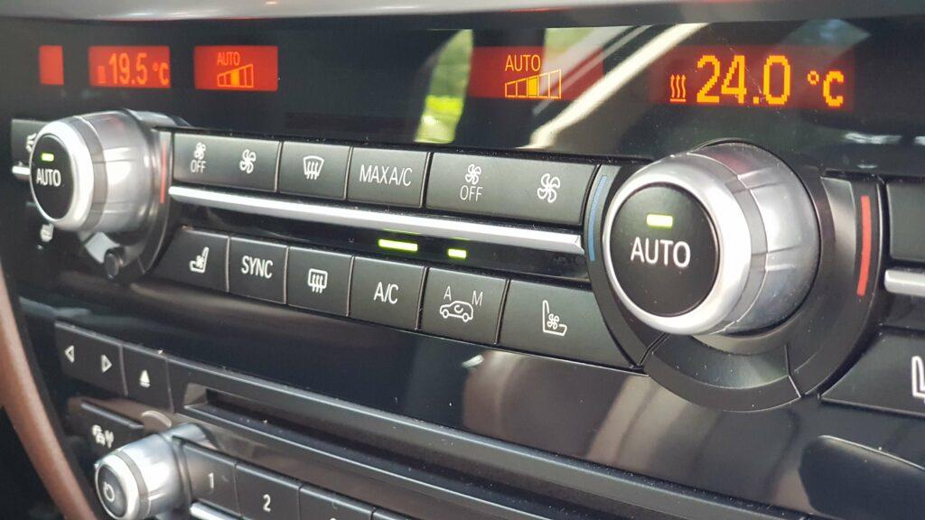 Фото панели управления кондиционером BMW X5 F15
